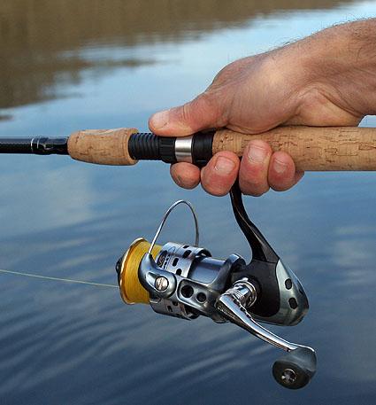 Le cordage pour la pêche dhiver sur le courant